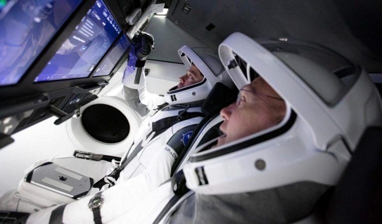 SpaceX İlk İnsanlı Uzay Seferini Yaptı